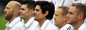 Matt Prior, James Anderson, Alastair Cook, Andy Flower and Stuart Broad