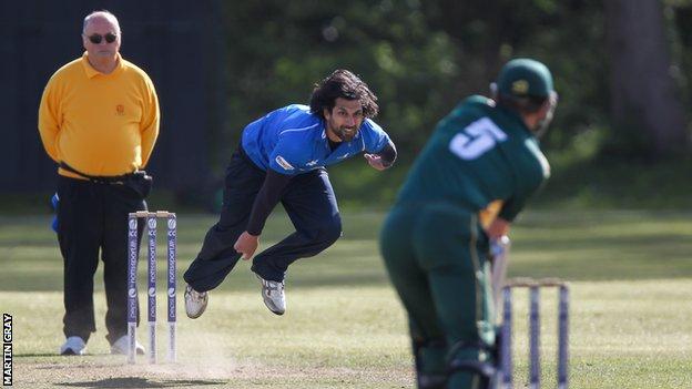 Amjad Khan bowls to GH Smit