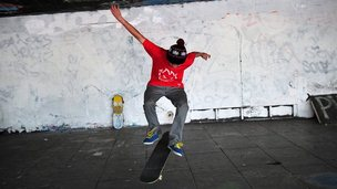 Skater on London&#039;s South Bank 