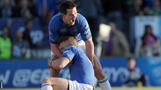 Jonathan Sexton congratulates Ian Madigan after the centre scored Leinster's first try