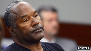 OJ Simpson watches his former defense attorney Yale Galanter testify during an evidentiary hearing in Clark County District Court in Las Vegas, Nevada 17 May 2013