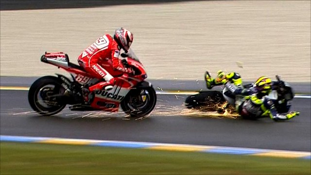Nicky Hayden takes evasive action as Valentino Rossi crashes