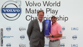 Graeme McDowell (right)