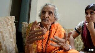 Manorama Kotnis (C), sister of the late Indian doctor Dwarkanath Kotnis,