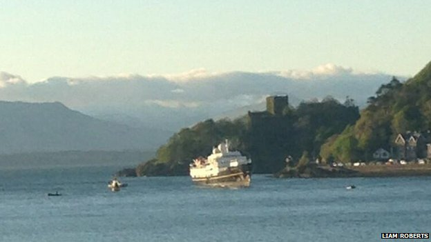 Cruise ship runs aground in Oban Bay...