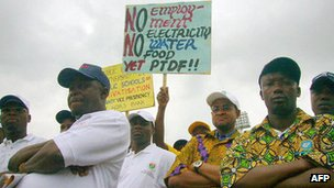 Workers protest in Abuja, Nigeria (archive shot)