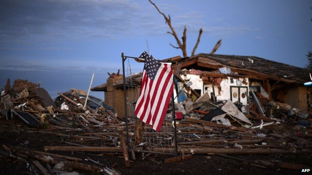 US flag seen in the debris of Oklahoma tornado, 21 May 2013