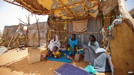 Sudanese family in the Zam Zam camp for Internally Displaced Persons (22 May 2013)