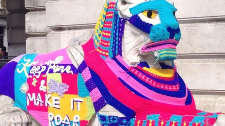 Yarn bombed stone lion in Nottingham