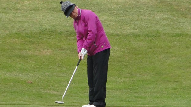 Jenny Deeley putting