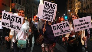 Protesters against government of President Fernandez
