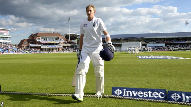 Joe Root walks off to a standing ovation at Headingley