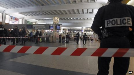 French soldier stabbed near Paris...