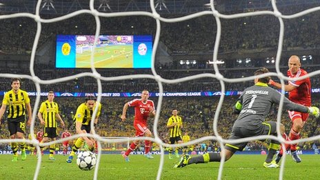 Bayern Munich winger Arjen Robben (right) scores the winner against Borussia Dortmund at Wembley