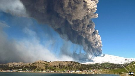 Argentina and Chile order evacuation of Copahue volcano _67838563_volcano2