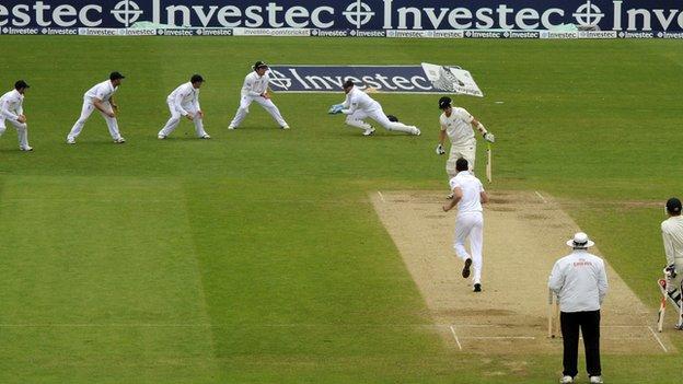 England claim final wicket