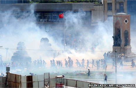 Wide view of tear gas and demonstrators in Taksim Square (31 May 2013)