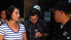 Yanira Maldonado speaks to an official after leaving jail in Nogales, Mexico 31 May 2013