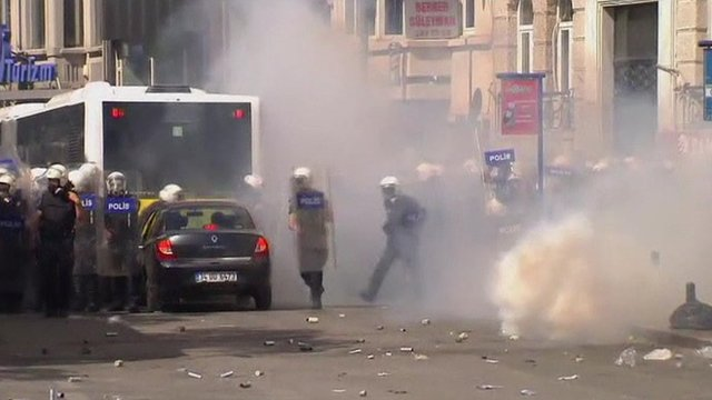 Teargas fired in Istanbul