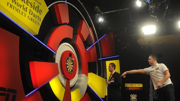 Jan Dekker at the 2013 BDO Lakeside World Professional Darts
