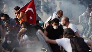 Young Turks clash with security forces in Ankara 2 June