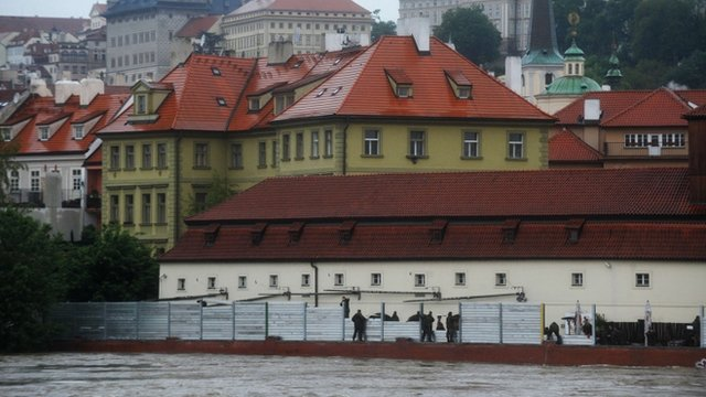 Flood barriers go up in Prague
