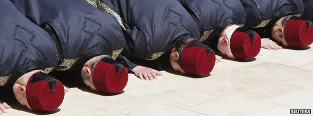 Men in traditional Syrian costume offer prayers in the courtyard of the Umayyad Mosque, in Damascus March 23, 2013