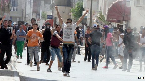 Protesters clash with the Tunisian security force on 19 May 2013 in Ettadhamen, a poor neighbourhood 15 kilometres