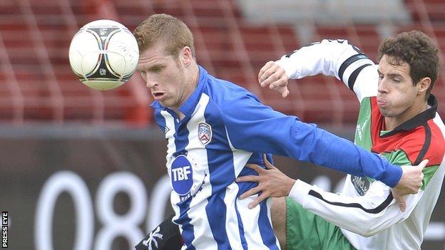Darren Boyce holds off Glentoran's Sean Ward