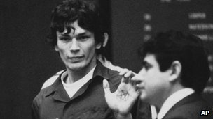Richard Ramirez in court in 1985 showing a pentagram on his palm