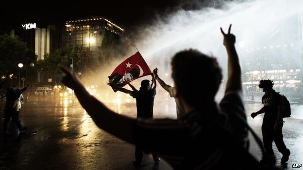 Demonstrators face police water cannon in Ankara (8 June)