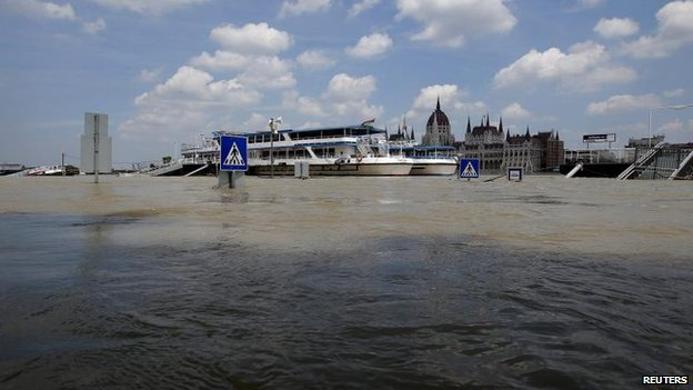 Flooded Danube in Budapest (9 June)