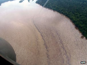 Aerial picture showing oil flowing in the Napo river