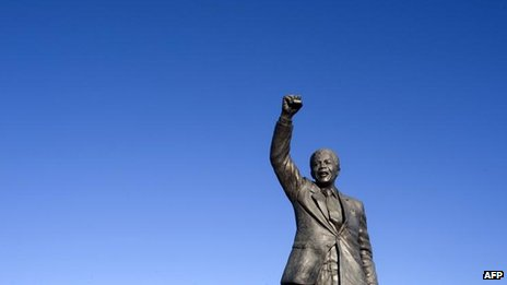 Mandela statue near Drakenstein Prison, close to Paarl, 9 June