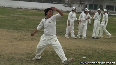 Female cricketer Kiran Irshad bowling at the MCC