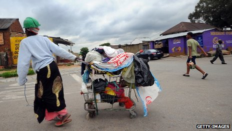 Woman pushes her cart in Alexandra township (file photo)
