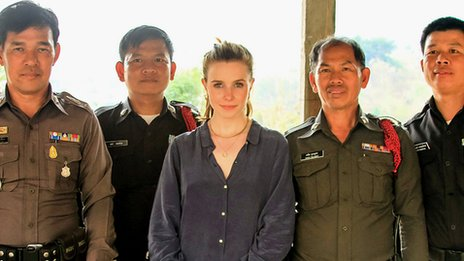 Stacey Dooley with Thai officials