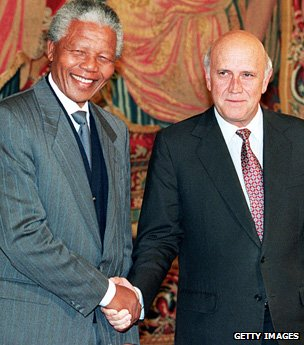 Nelson Mandela shakes hands with FW De Klerk