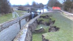Canal lock collapsed in Buckland, Bucks