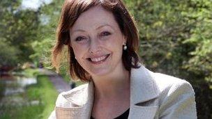 Dr Manon Williams