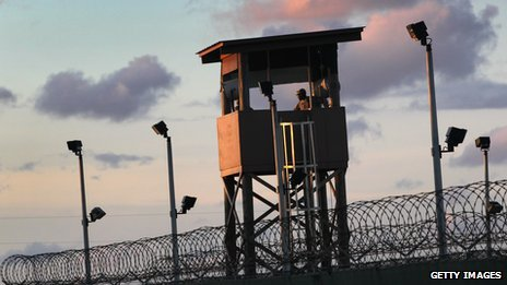 US force-feeding 'hurts detainees'...