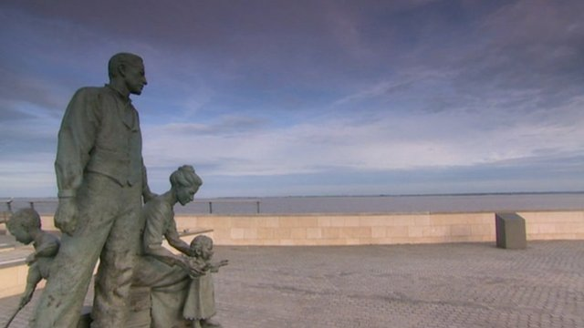 Statue by Humber Estuary