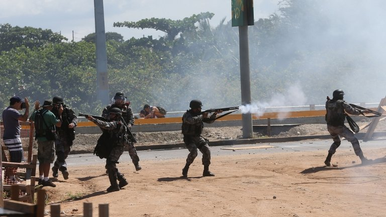 Police fire tear gas to disperse protesters in Fortaleza. Photo: 19 June 2013
