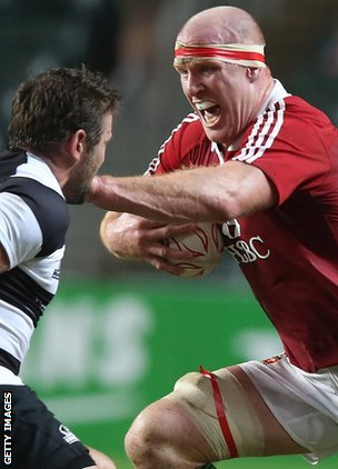 Lions lock Paul O'Connell on the charge