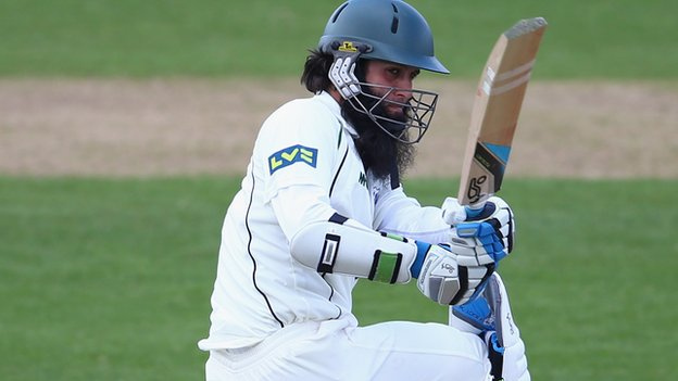 Moeen Ali batting against Glamorgan