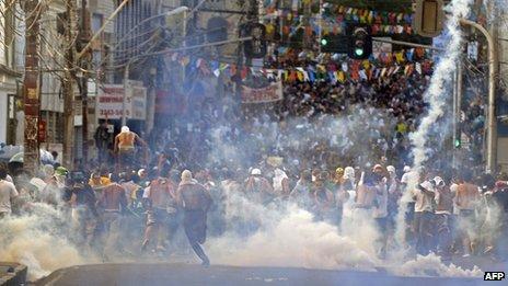 Protesters near the Arena Fonte Nova stadium in Salvador. Photo: 20 June 2013
