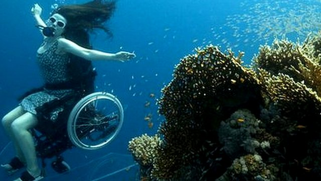 Self-propelled underwater wheelchair