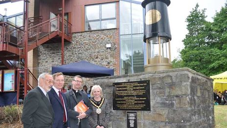 Rhondda Cynon Taf mayor Anne Crimmings, the Reverend David Sheen,  Chris Bryant MP, and Ivor England, a former miner and Rhondda Heritage Park guide