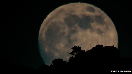 2013 'supermoon' in Tarifa, Spain
