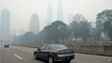 Petronas Towers shrouded in haze (23 June 2013)
